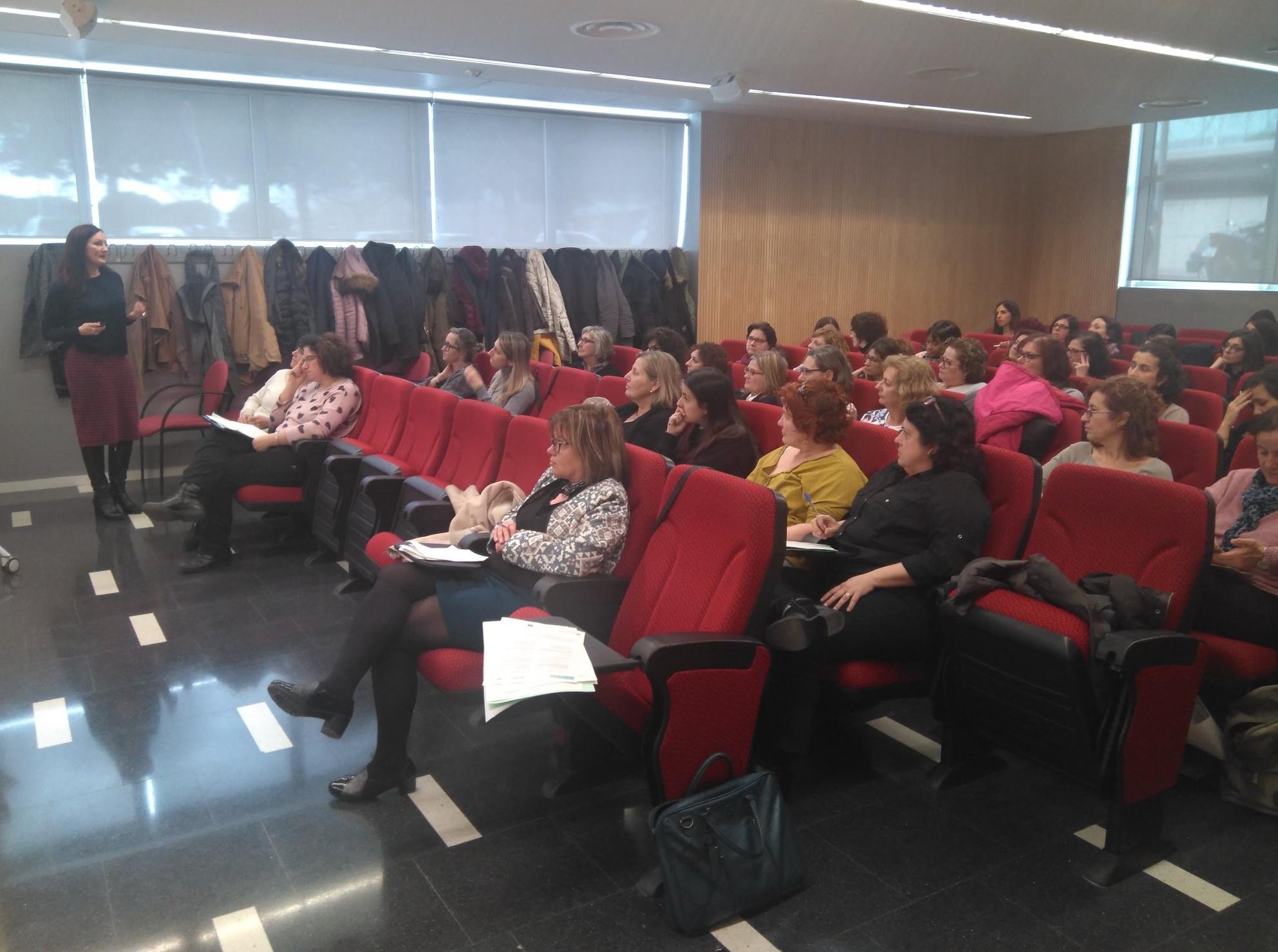 Conferencia Diana Yoldi en Universidad de Barcelona Escuela de Enfermería